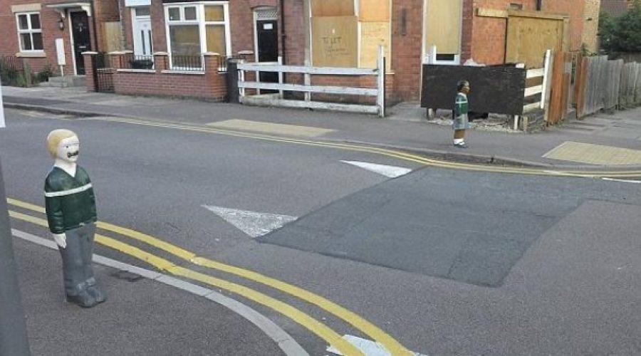 'Balizas de niño' cerca de un colegio en Leicester
